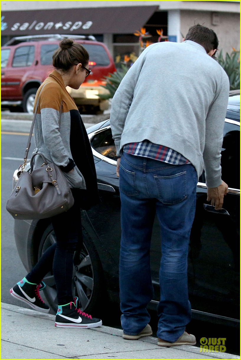 ashton kutcher mila kunis grab dinner as newly engaged couple 053065599