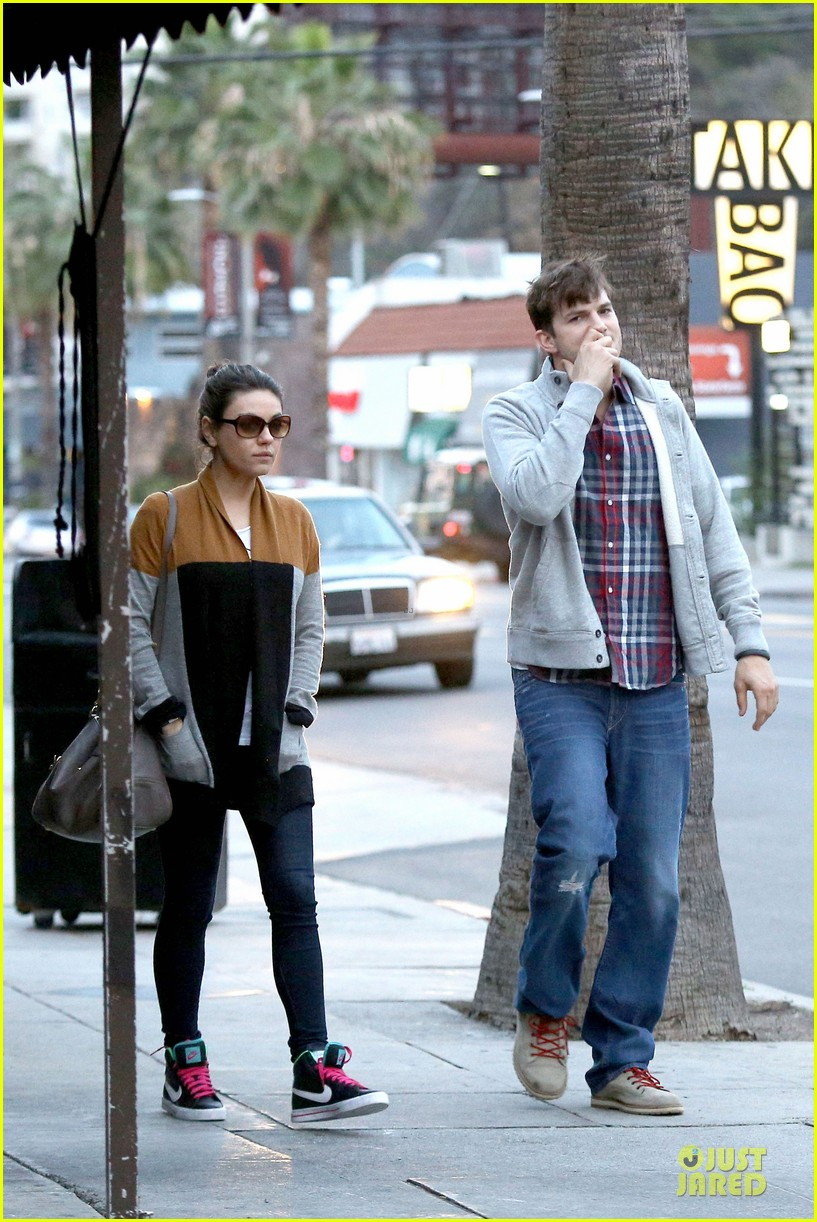 ashton kutcher mila kunis grab dinner as newly engaged couple 08