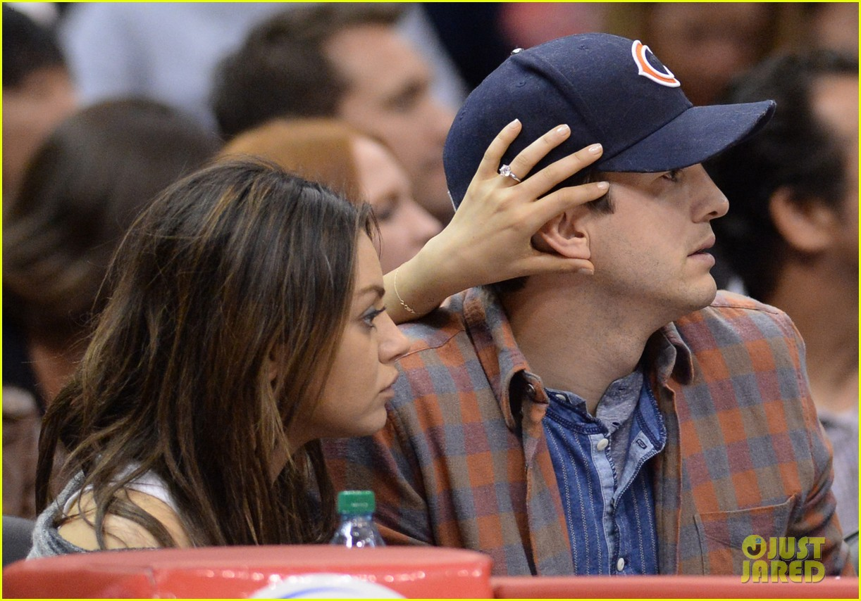 ashton kutcher mila kunis kiss cam lakers video 013077159
