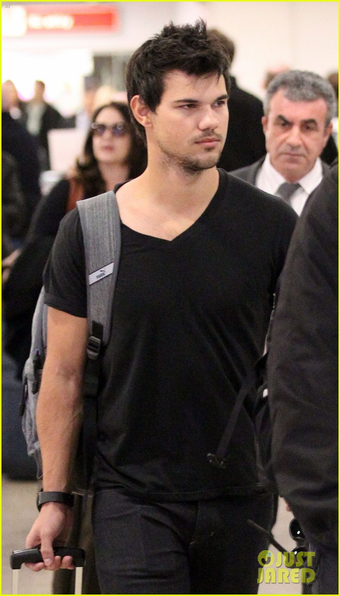 taylor lautner jets off t london 06