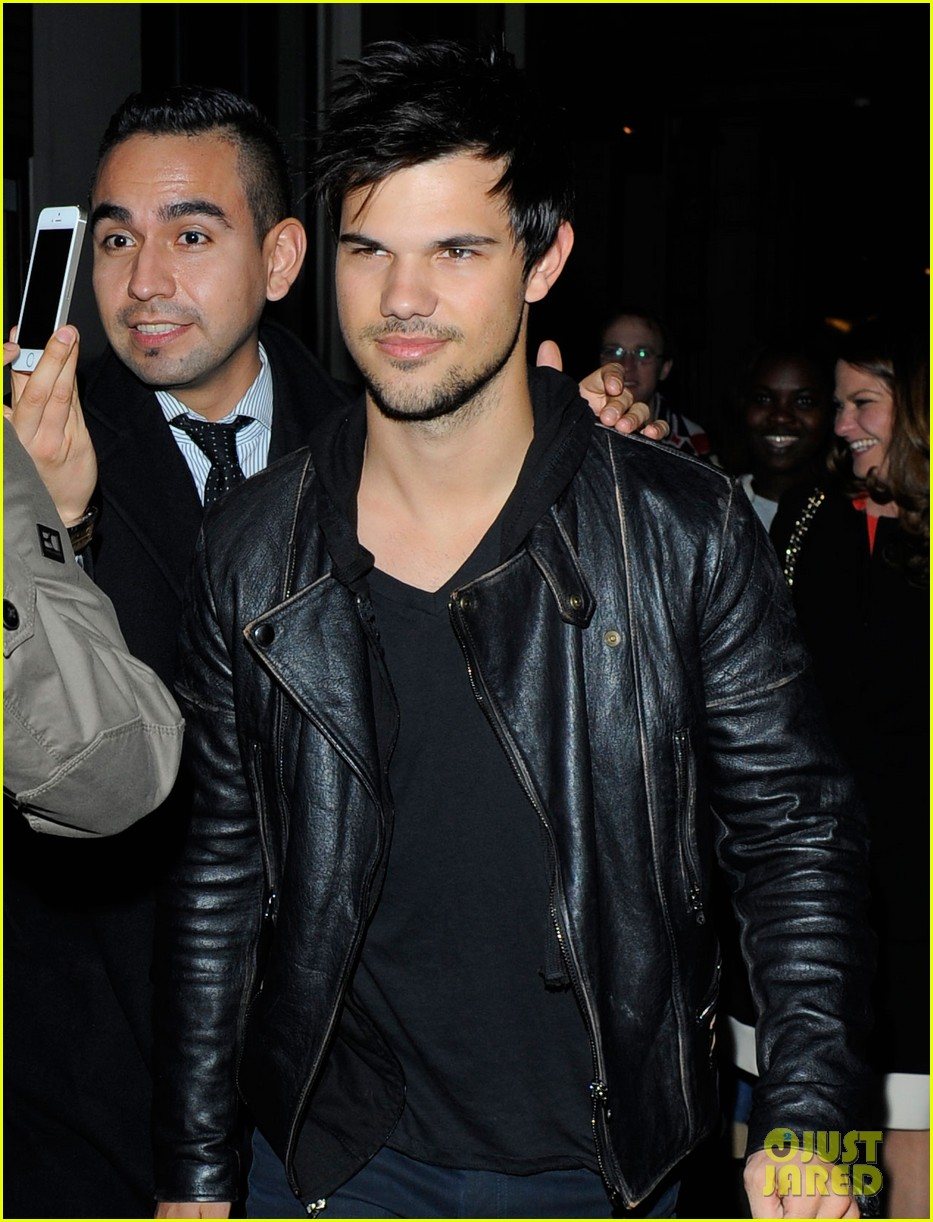 taylor lautner laughs buddies london 05