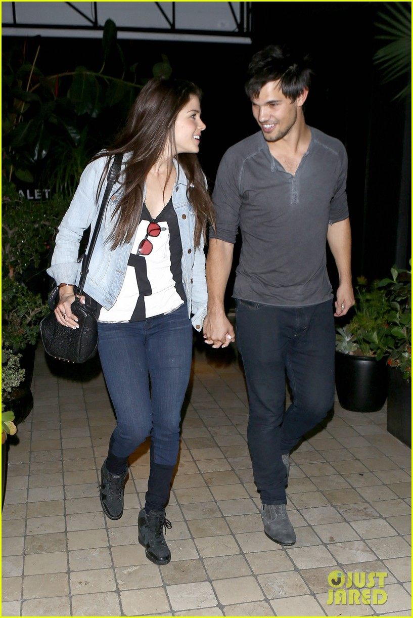 taylor lautner marie avgeropolous look so in love on dinner date 183071948