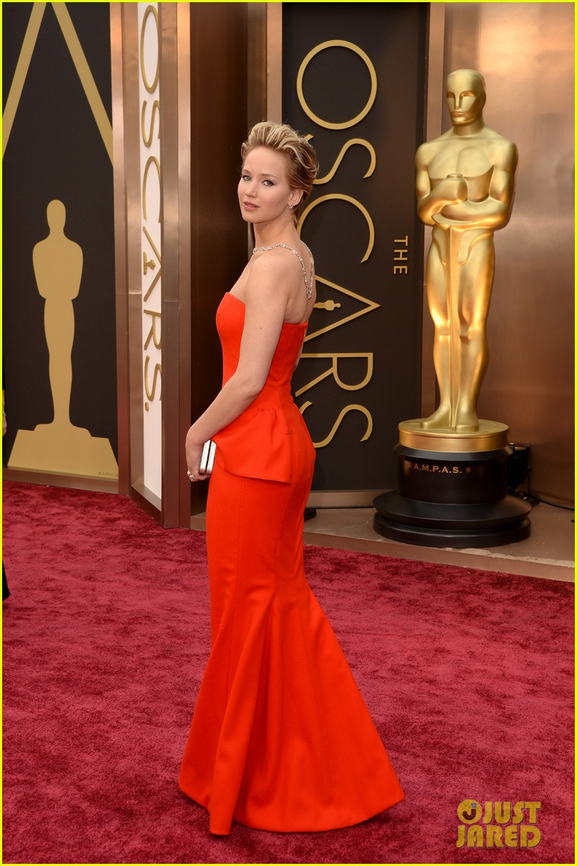 jennifer lawrence oscars 2014 red carpet 07