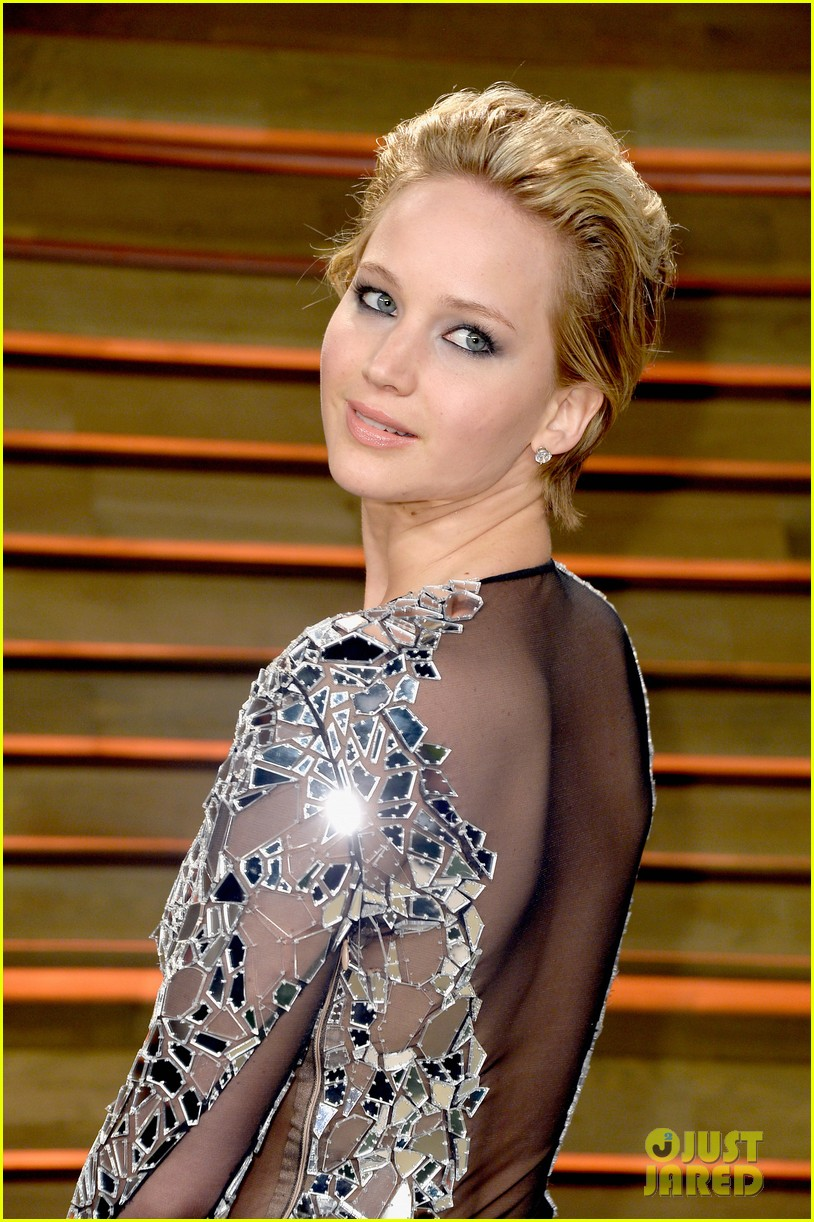 jennifer lawrence vanity fair oscars party 2014 02