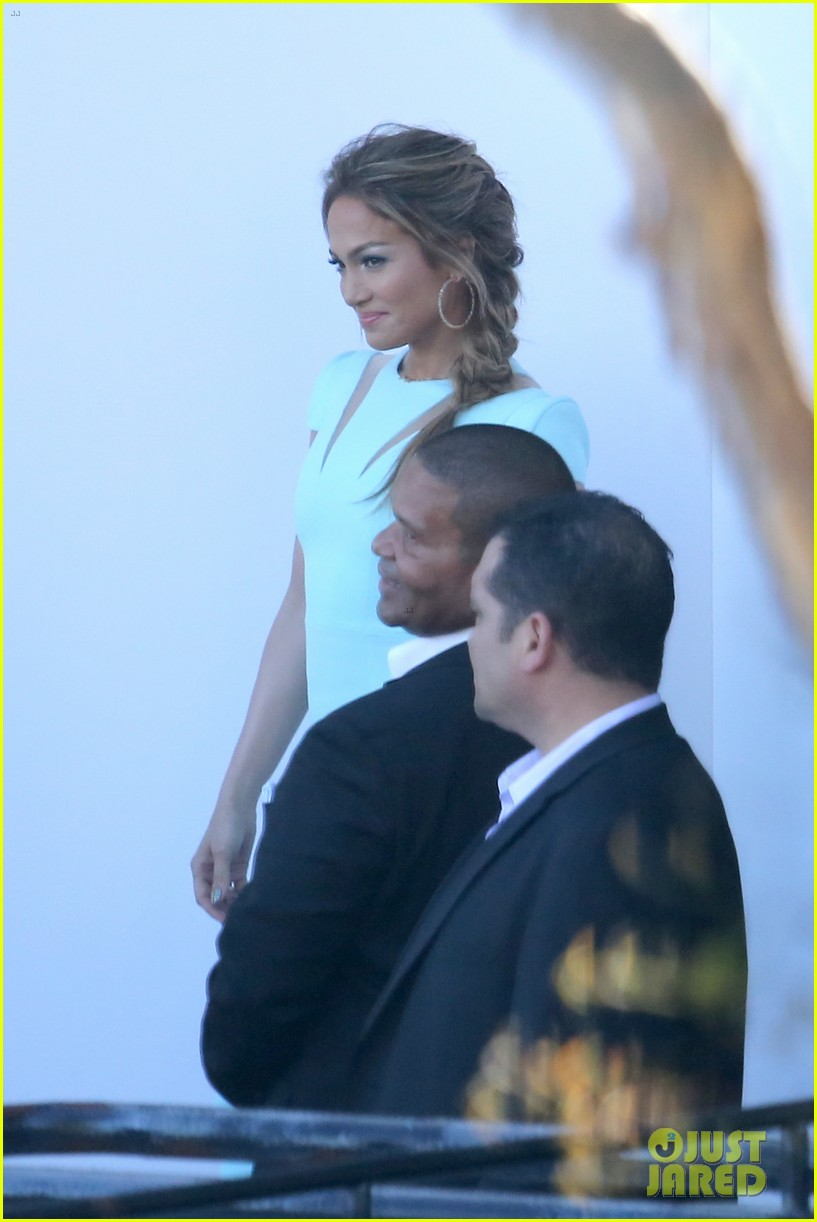 jennifer lopez will perform american idol thursday 24