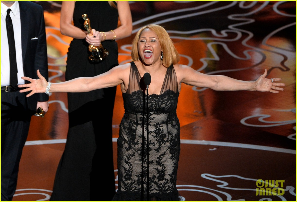 darlene love belts out i sing because im happy after documentary oscar win 053064142