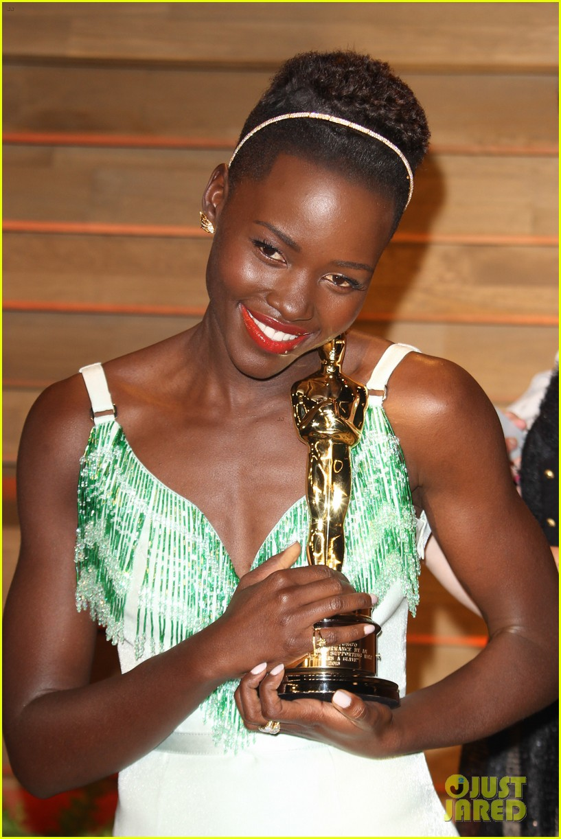 lupita nyongo vanity fair oscars party 2014 033064591