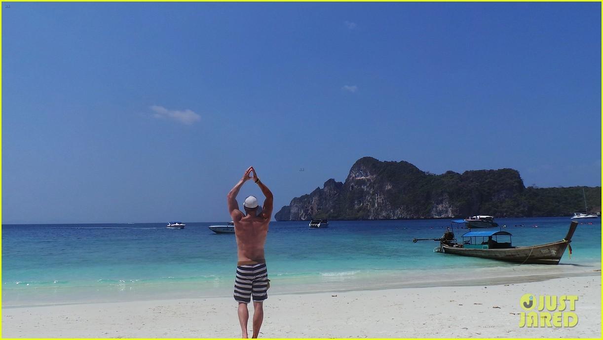 kellan lutz goes shirtless feeds monkey thailand 033070995