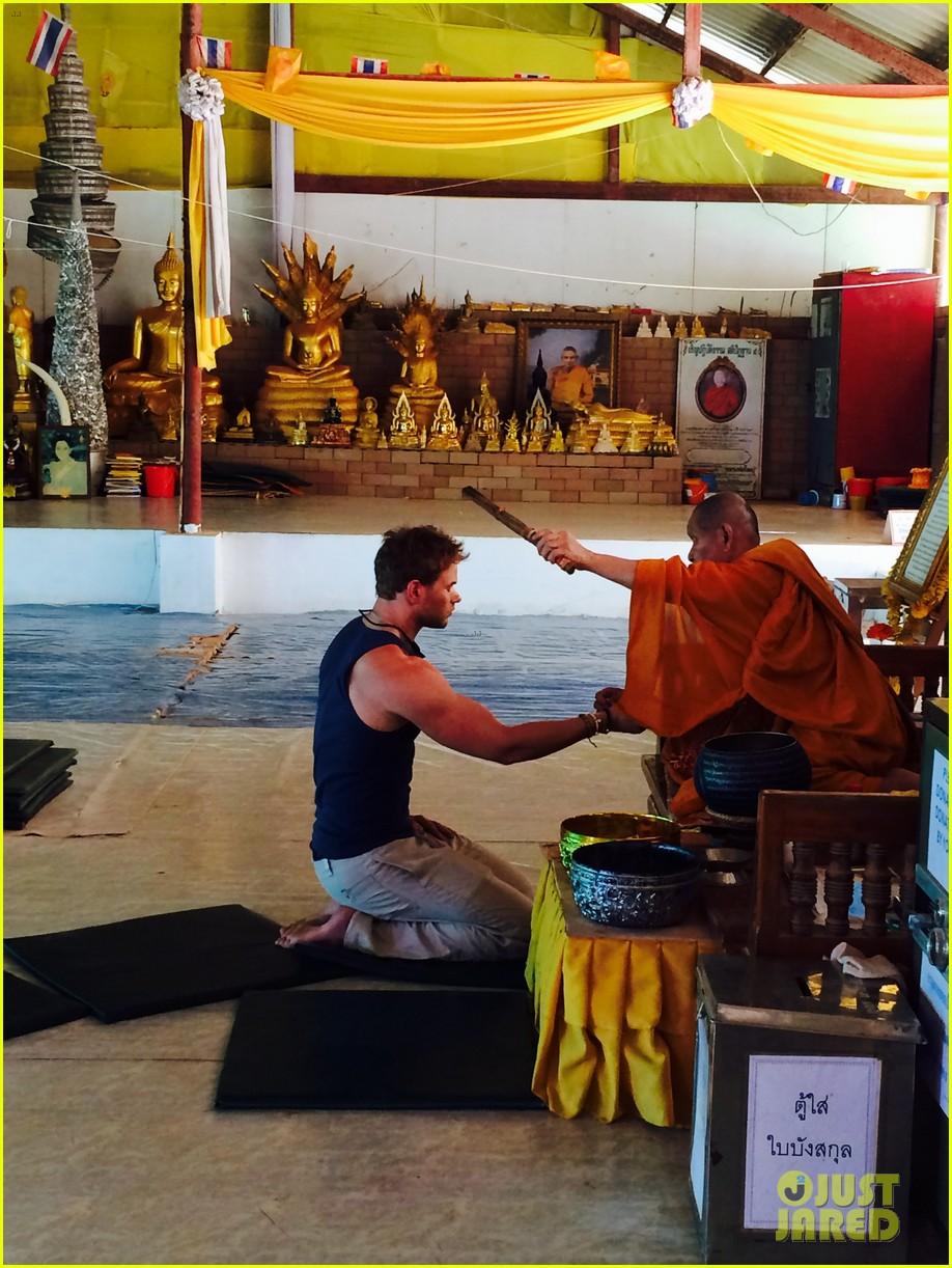 kellan lutz goes shirtless feeds monkey thailand 04