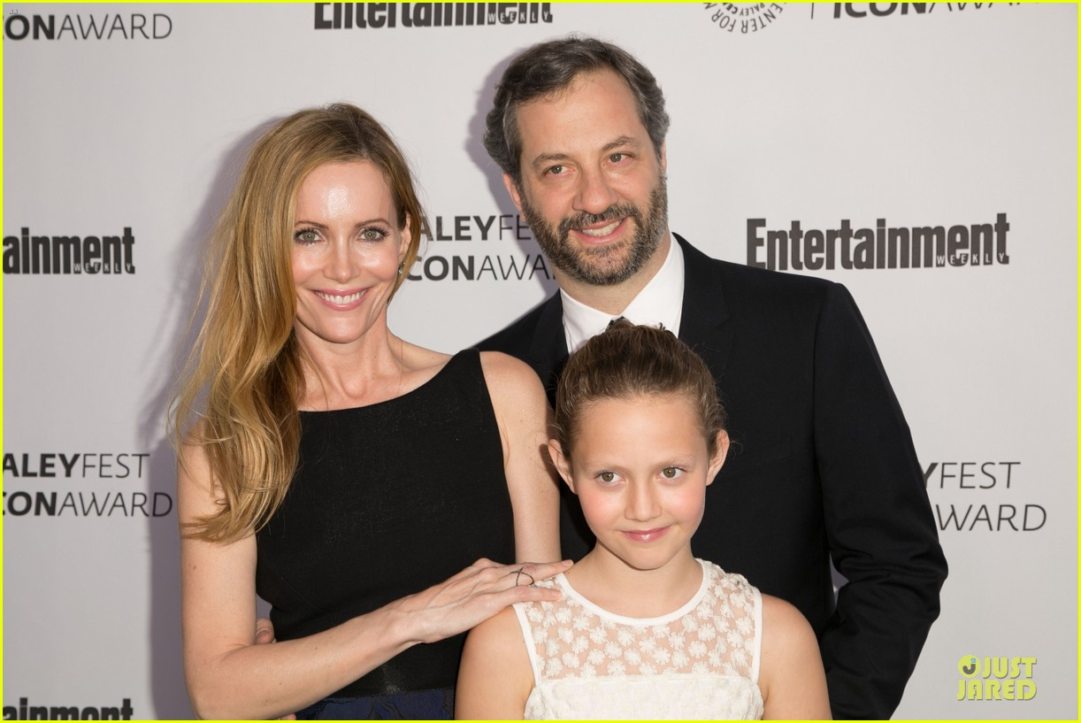 leslie mann support judd apatow at paleyfest 043070240