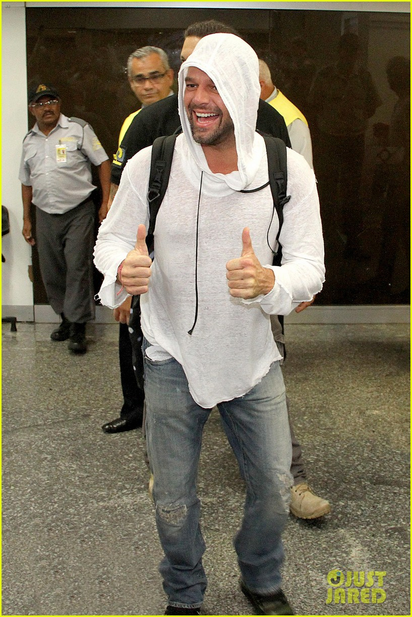 ricky martin to fans you deserve to be happy 07