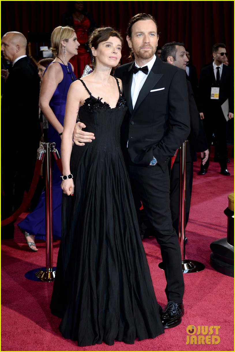 ewan mcgregor attends oscars 2014 with wife eve mavrakis 05