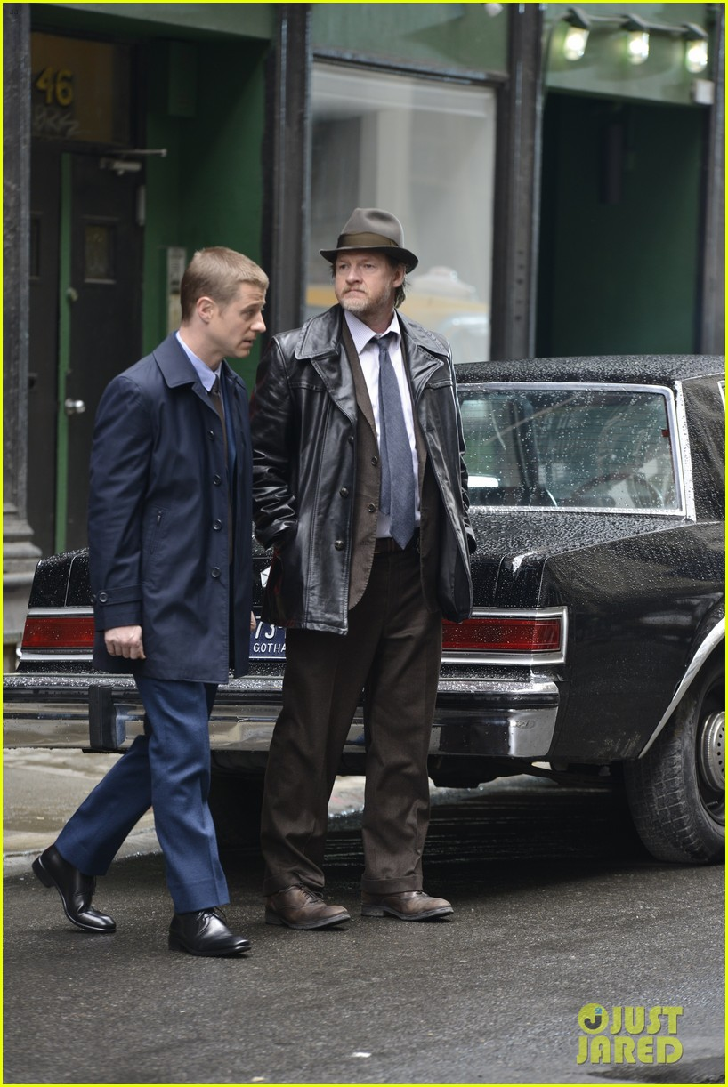 ben mckenzie donal logue gotham fight scene 08