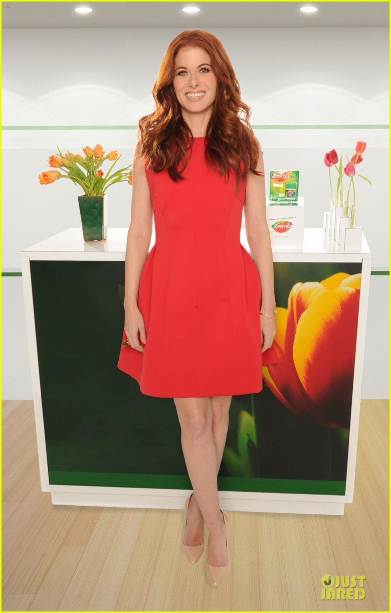 debra messing looks beautiful with zyrtec 01