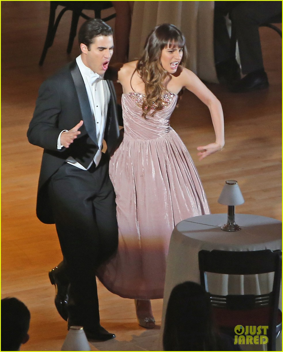 lea michele darren criss classic broadway number glee 09