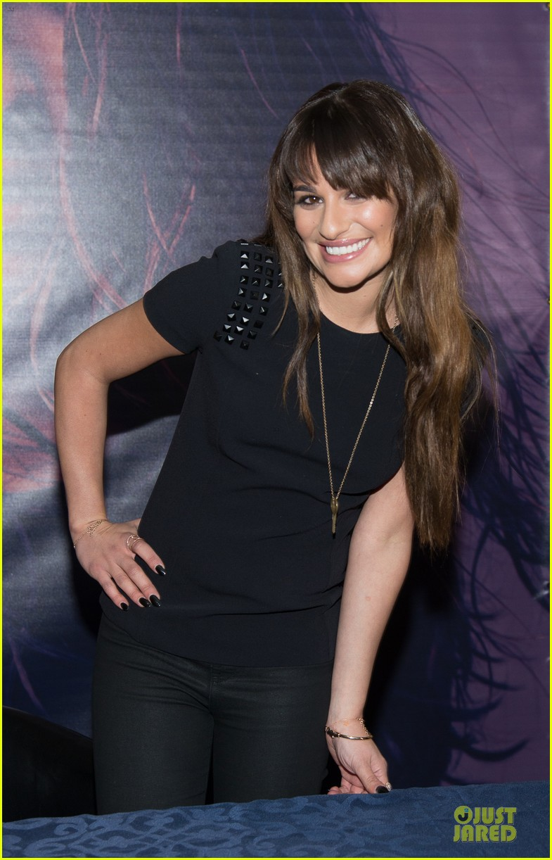 lea michele wears key around her neck at louder album signing 03