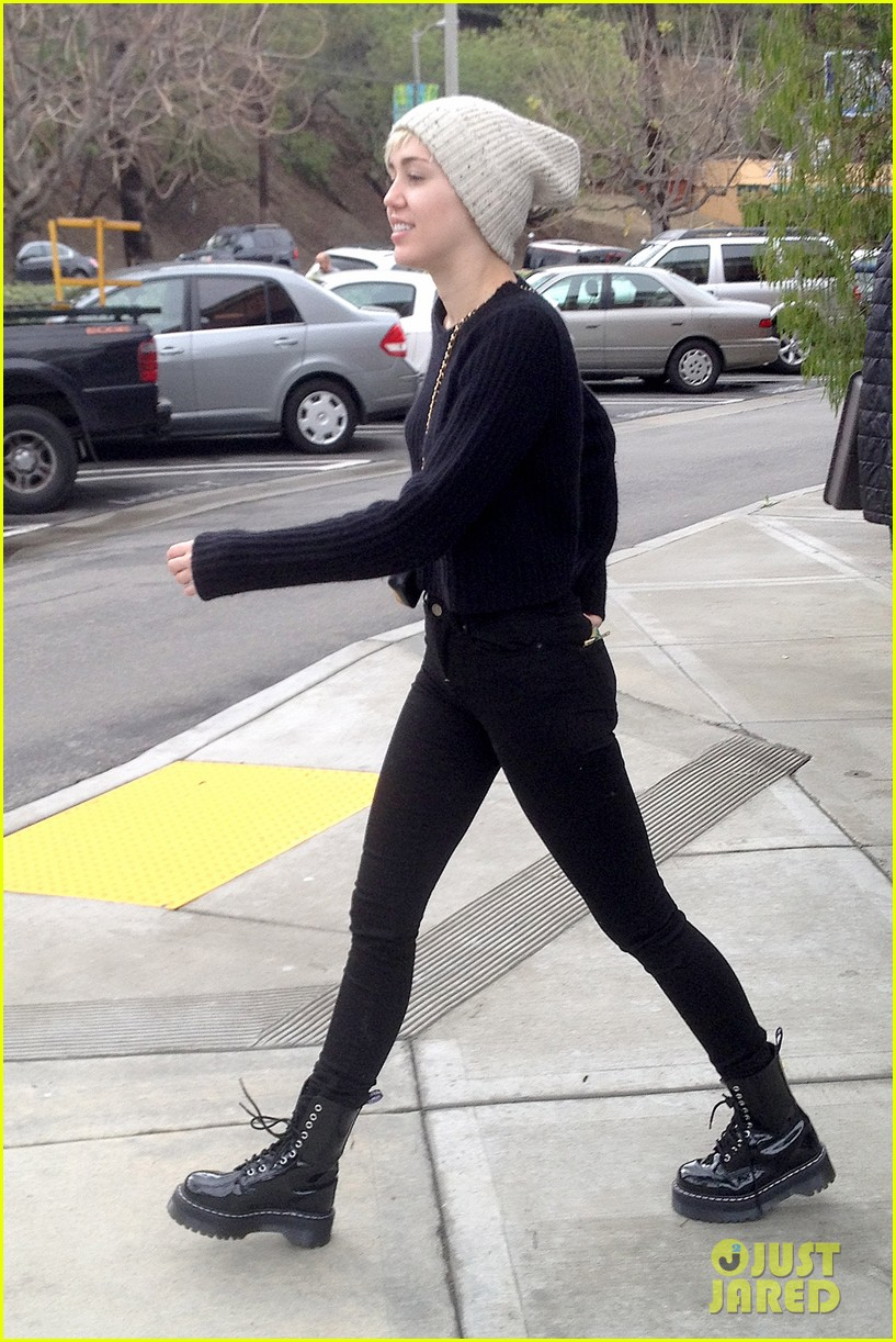 miley cyrus back in la for quick break from bangerz tour 04