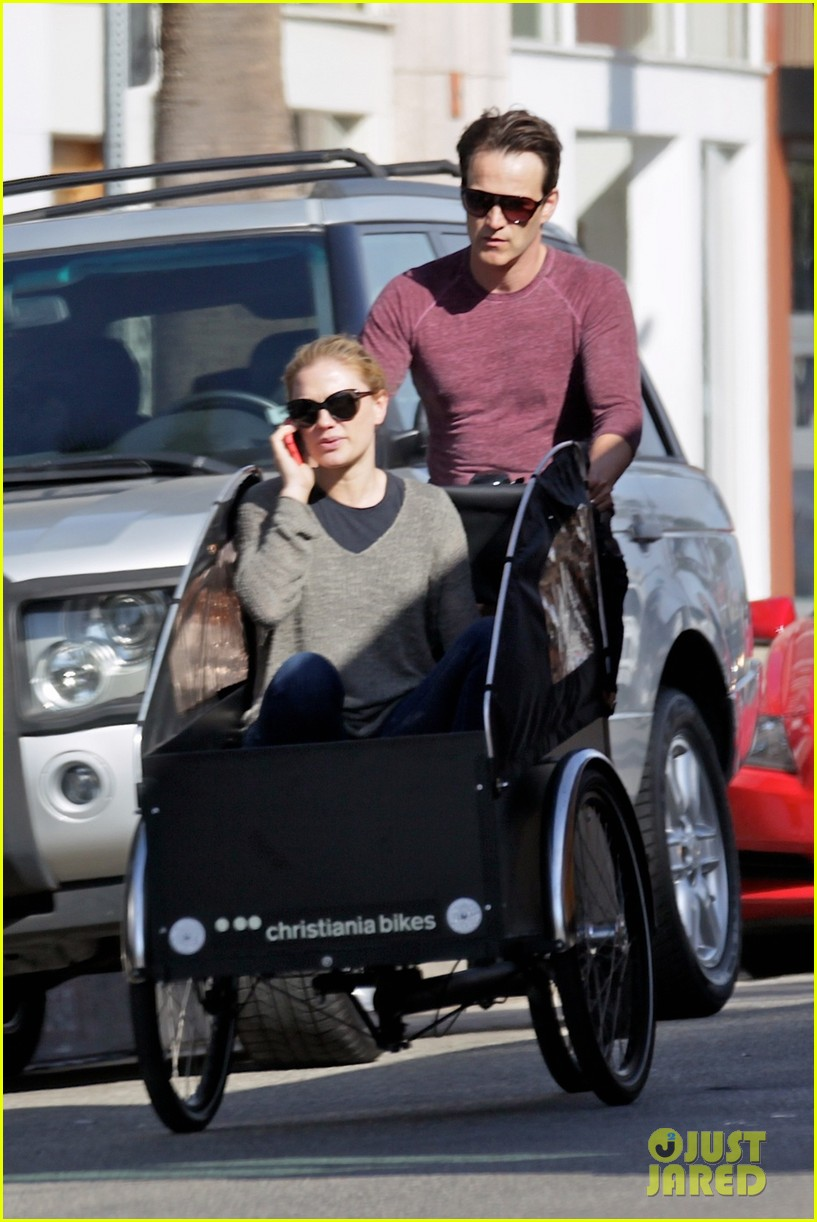 stephen moyer is quite the chauffeur peddles anna paquin in their twins bike carrier 02