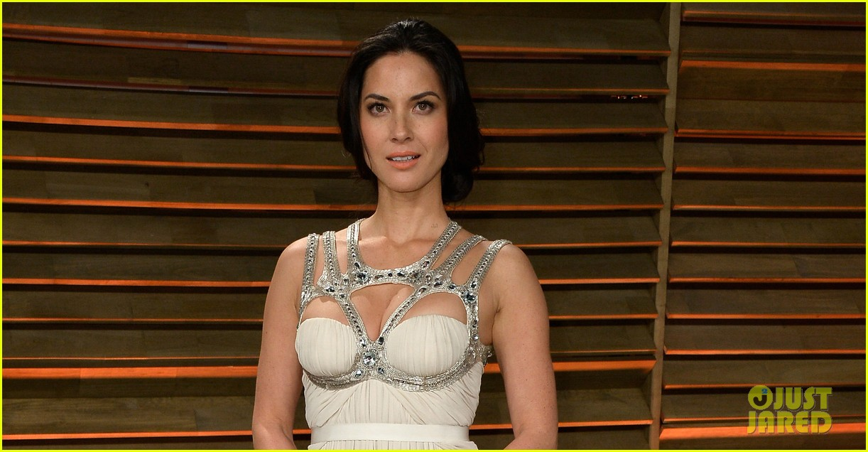 olivia munn shows off her assets at vanity fair oscars party 2014 02