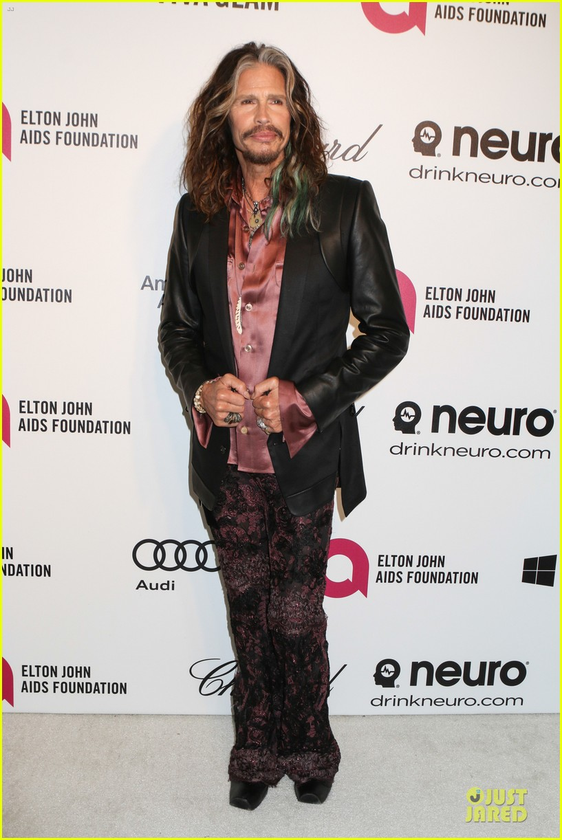 robert de niro steven tyler have contrasting styles at elton john oscars party 2014 083065075