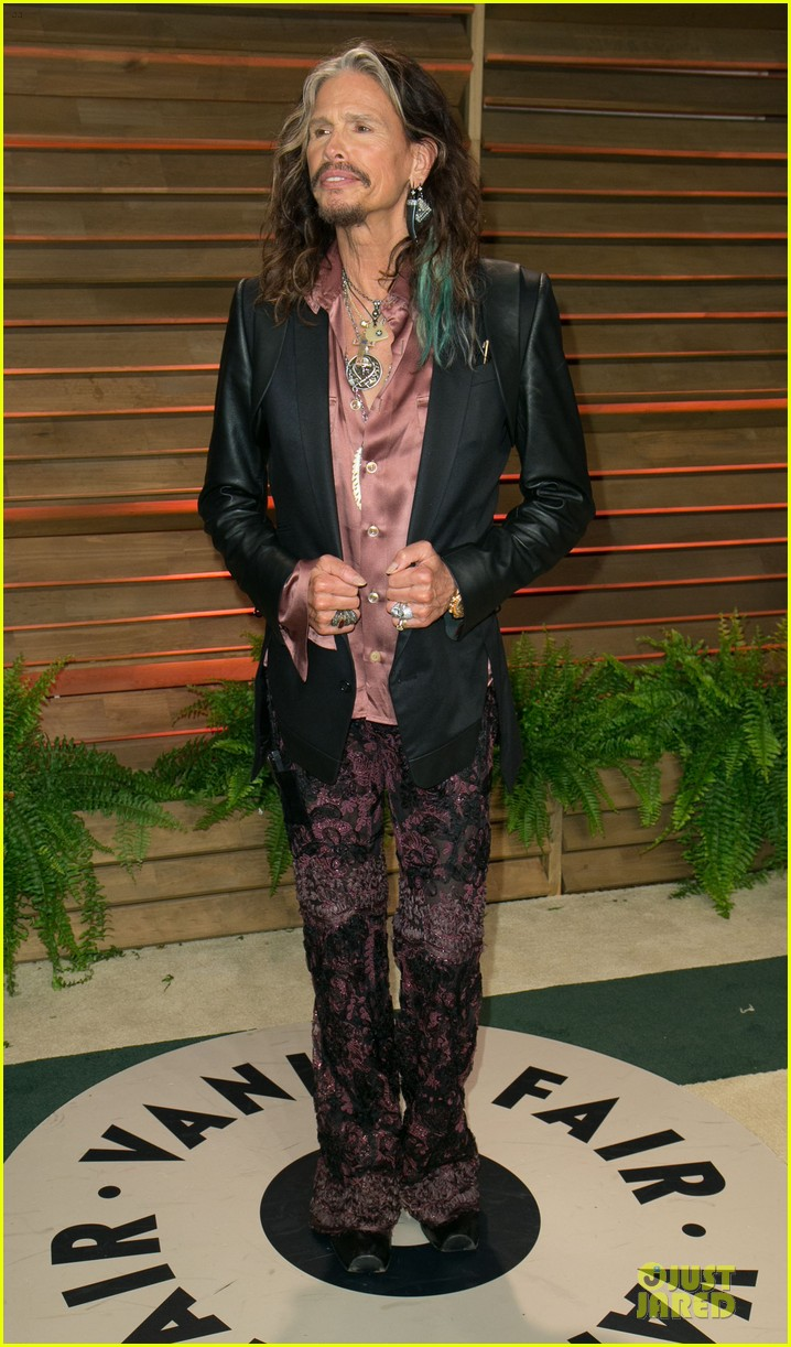 robert de niro steven tyler have contrasting styles at elton john oscars party 2014 123065079