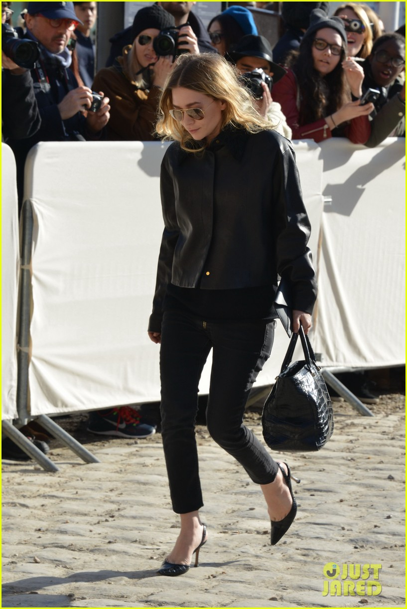 mary kate olsen flashes huge engagement ring louis vuitton show ashley 013066465