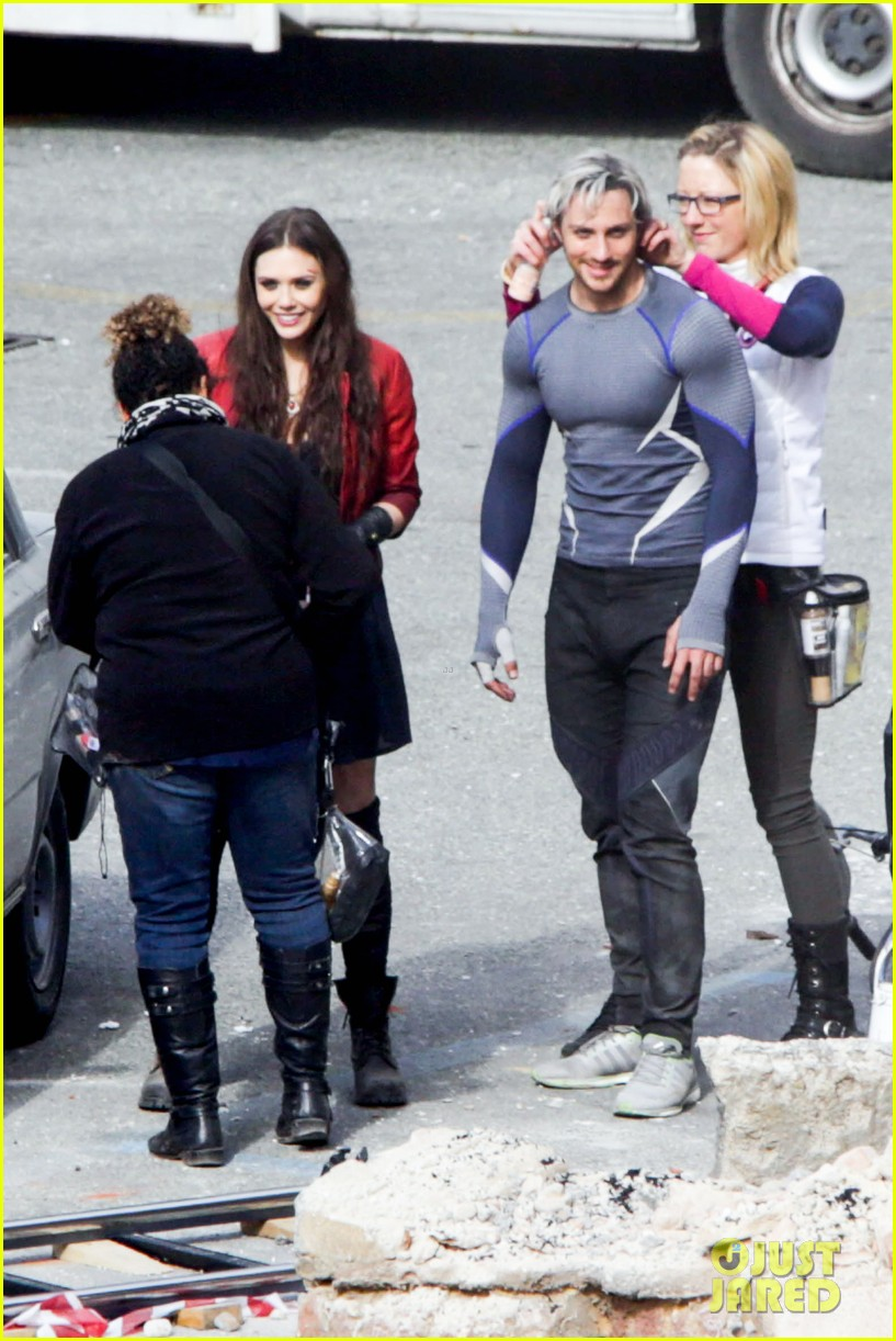 elizabeth olsen aaron taylor johnson more action packed avengers 2 pics 013078323