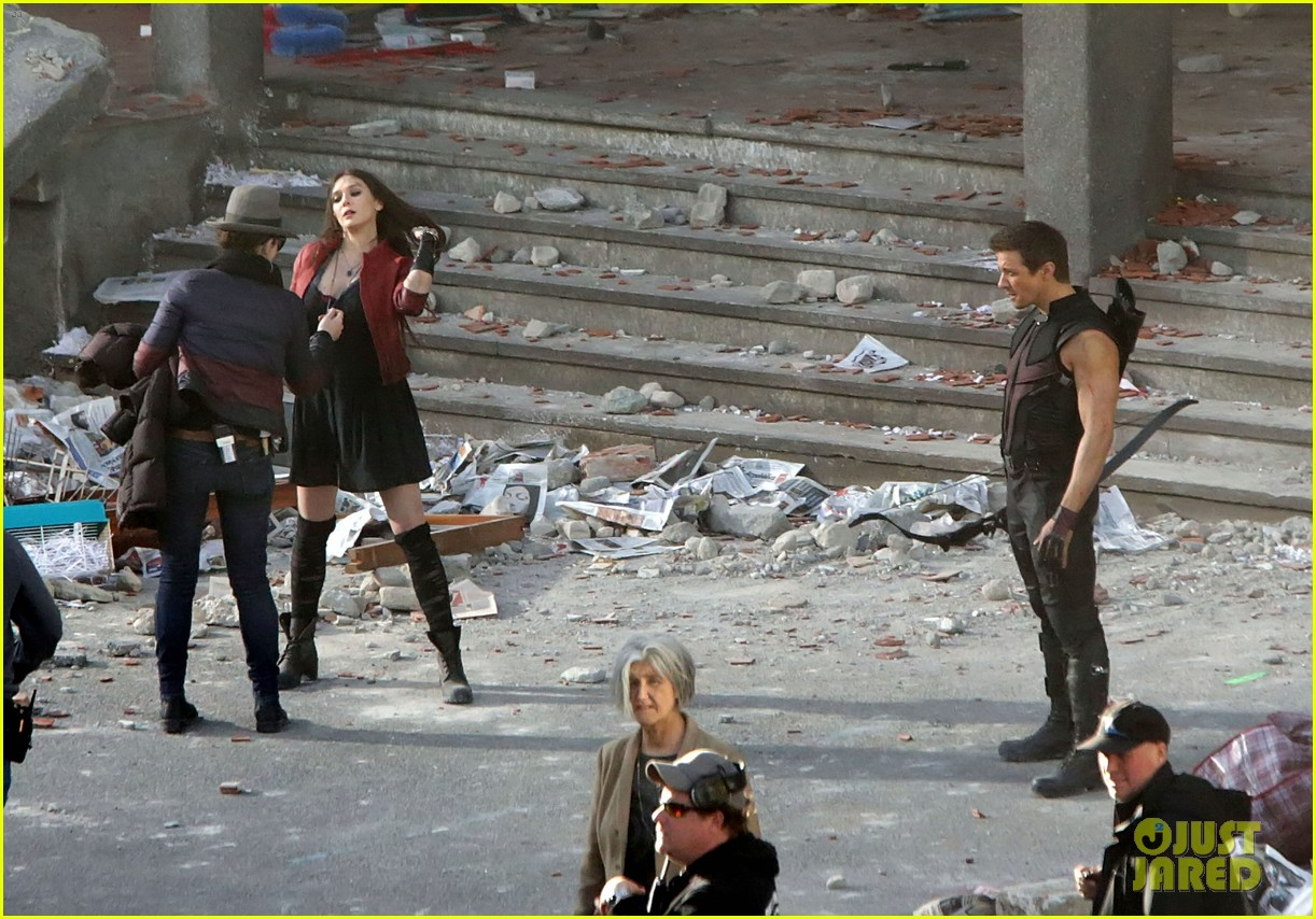 The Avengers 2: Age of Ultron Elizabeth-olsen-aaron-taylor-johnson-get-touched-up-avengers-25