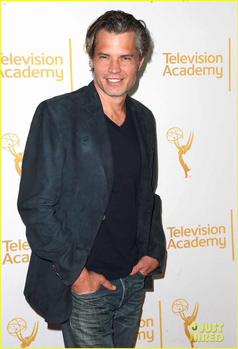 timothy olyphant steps out for an evening with the cast of justified 03