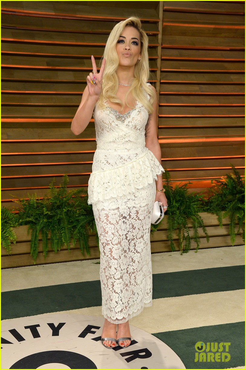 rita ora blonde bombshell at the vanity fair oscars party 2014 04