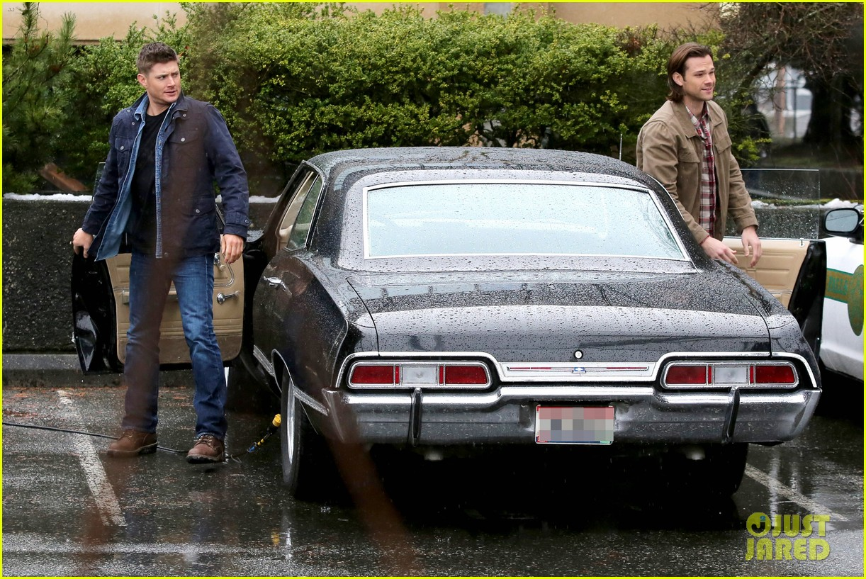 jared padalecki jensen ackles work in the pouring rain 02