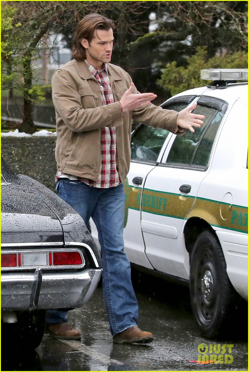 jared padalecki jensen ackles work in the pouring rain 053066815