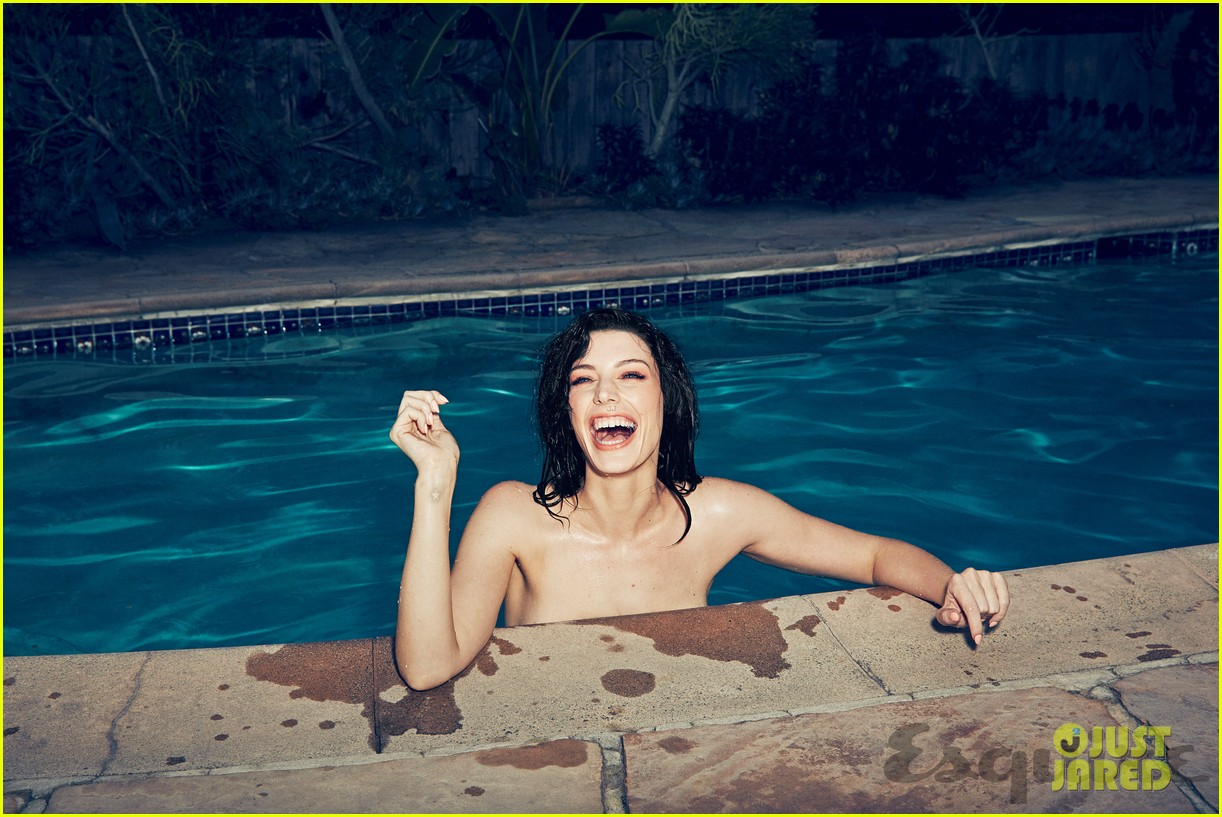 jessica pare strips down naked goes skinny dipping for steamy esquire shoot 013078984