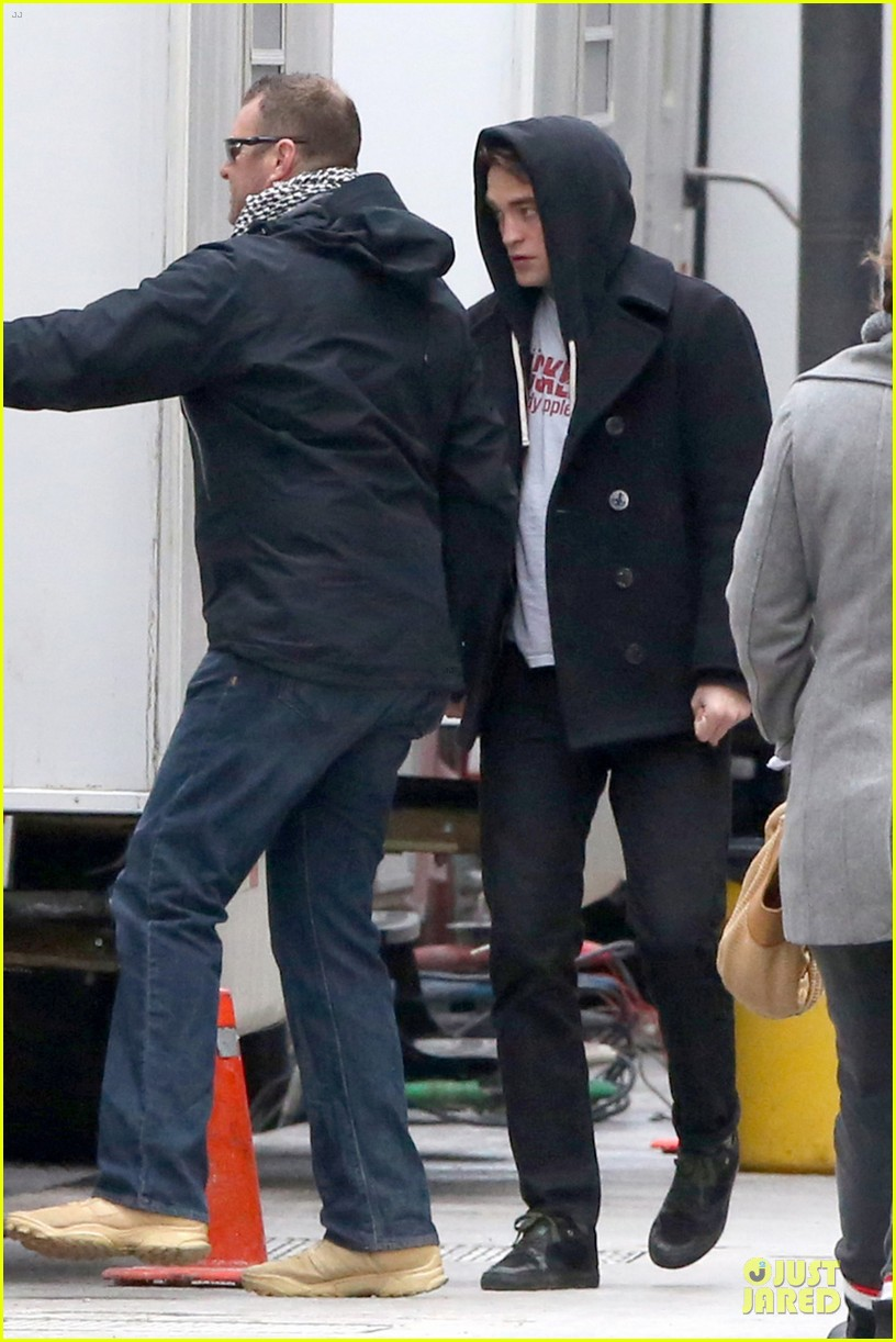 robert pattinson stands out in life even with a hoodie 01