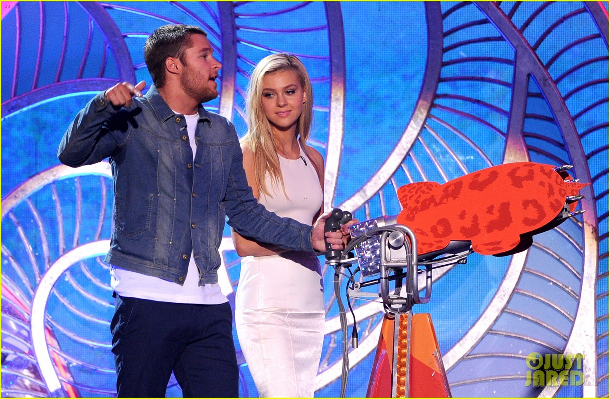 nicola peltz jack reynor kids choice awards 2014 073081363