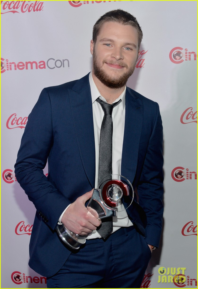 nicola peltz jack reynor cinemacon rising star of the year 063080422