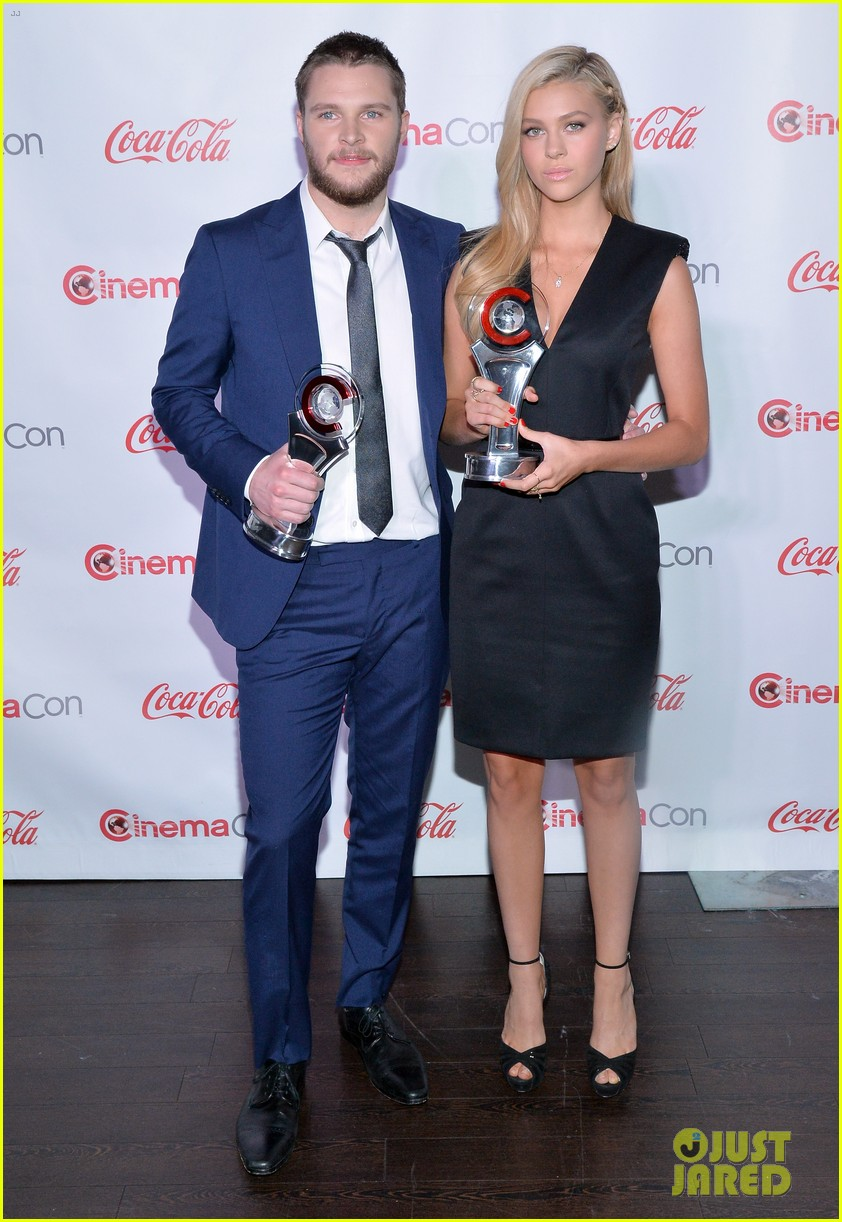 nicola peltz jack reynor cinemacon rising star of the year 093080425