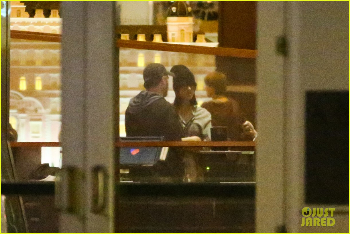 katy perry catches a movie with friends 223069371