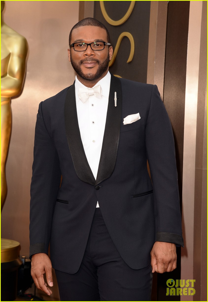 tyler perry presents at oscars 2014 01