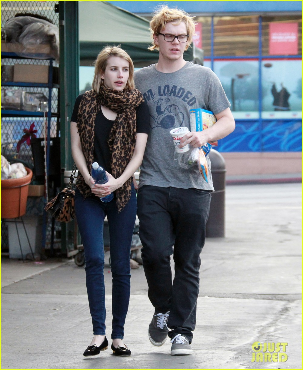 evan peters rests hand on emma roberts head 01