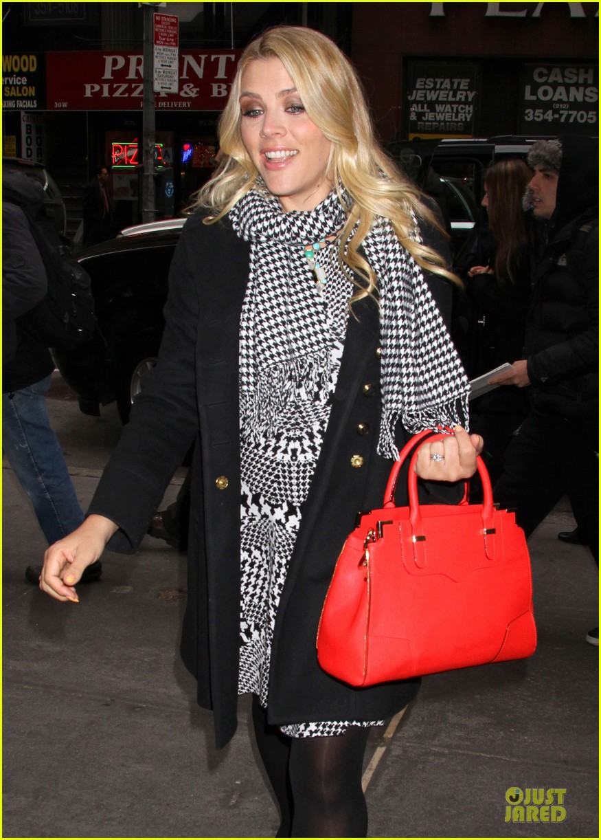 busy philipps wows us with black white show appearances 08