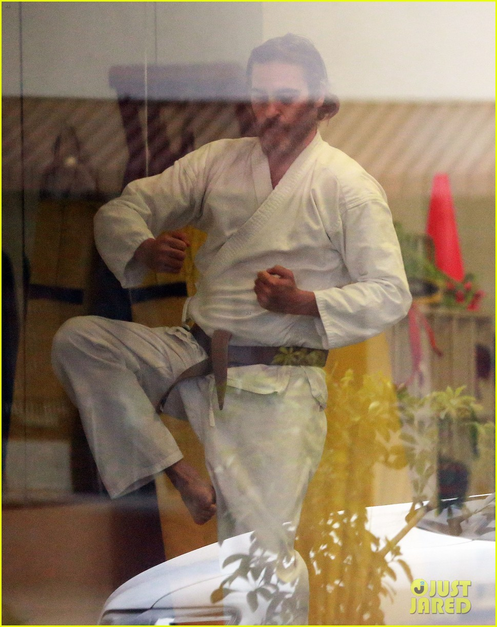 joaquin phoenix allie teilz take karate class on oscar sunday 06