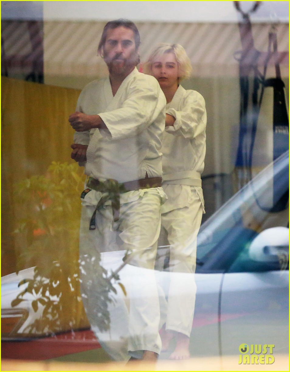 joaquin phoenix allie teilz take karate class on oscar sunday 11