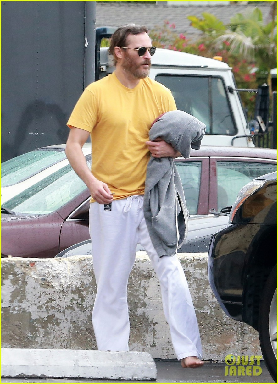 joaquin phoenix allie teilz take karate class on oscar sunday 123065849