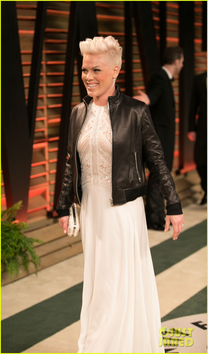 pink attends the vanity fair oscars party 2014 after performing 10