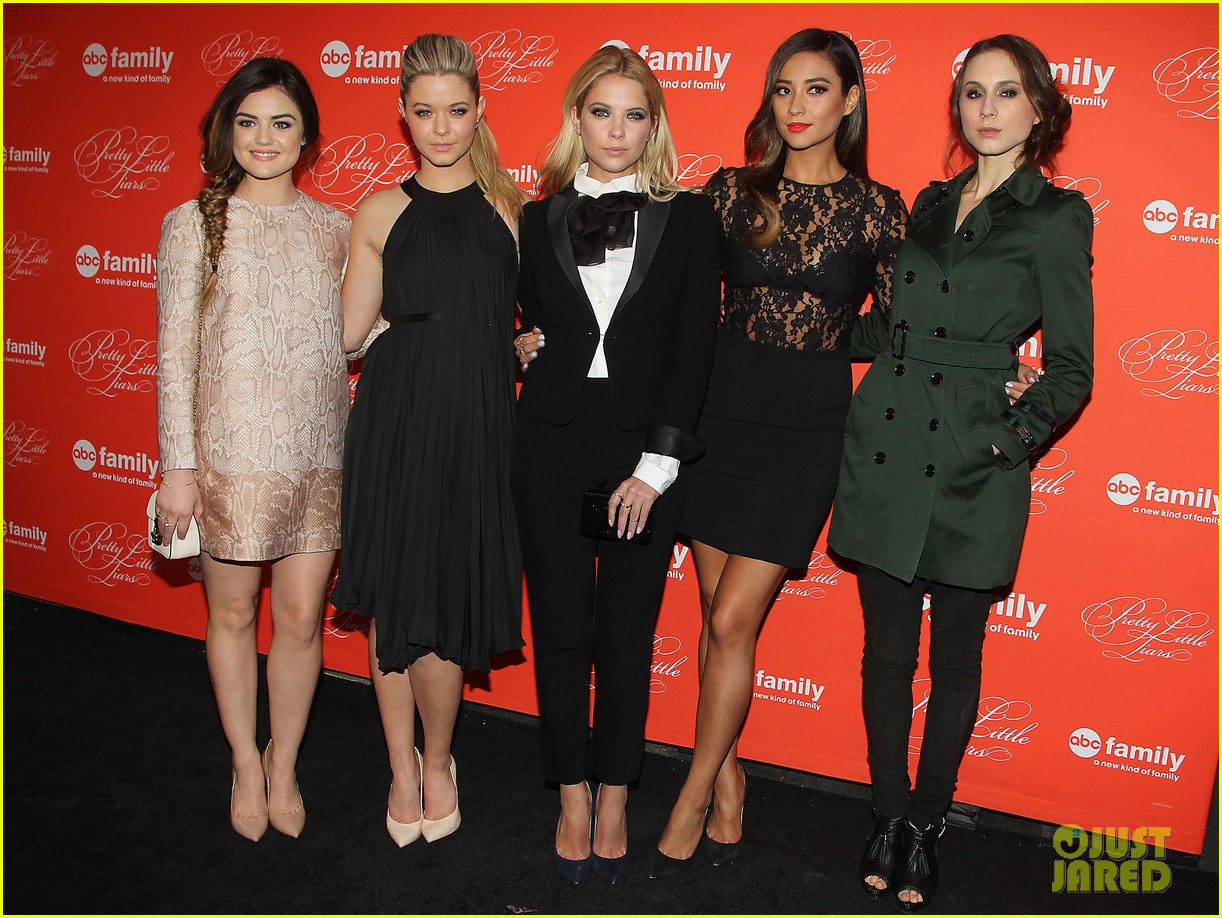 pretty little liars cast presents finale episode at nyc live read 03