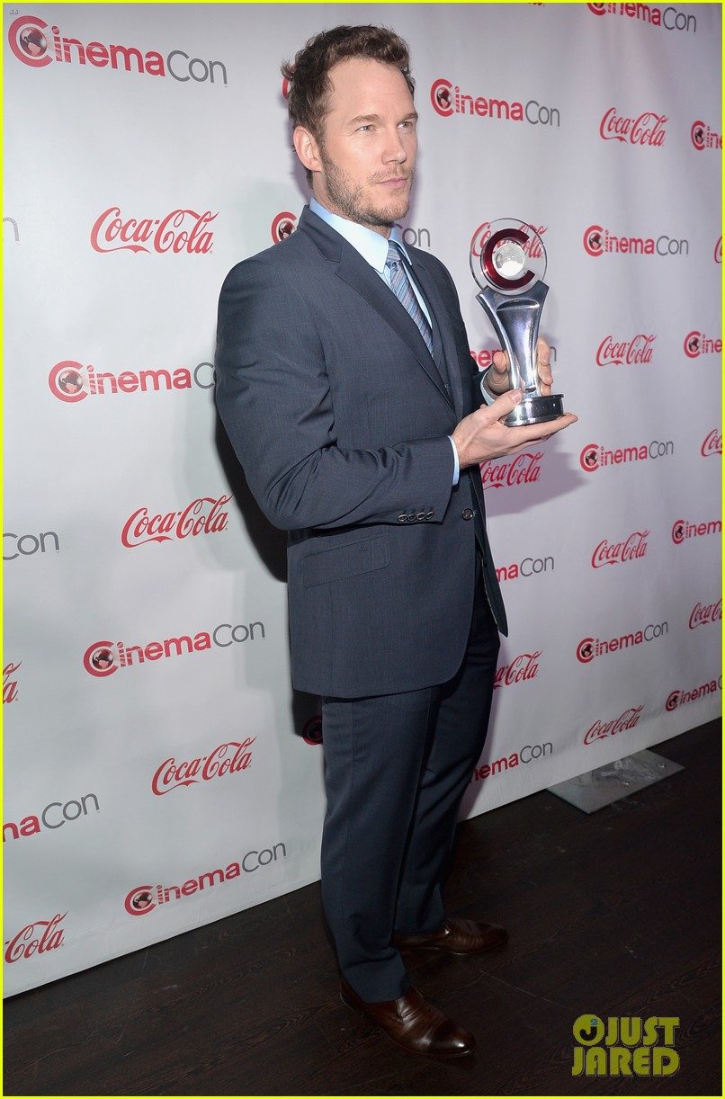 chris pratt seth rogen leslie mann cinemacon awards 093080254