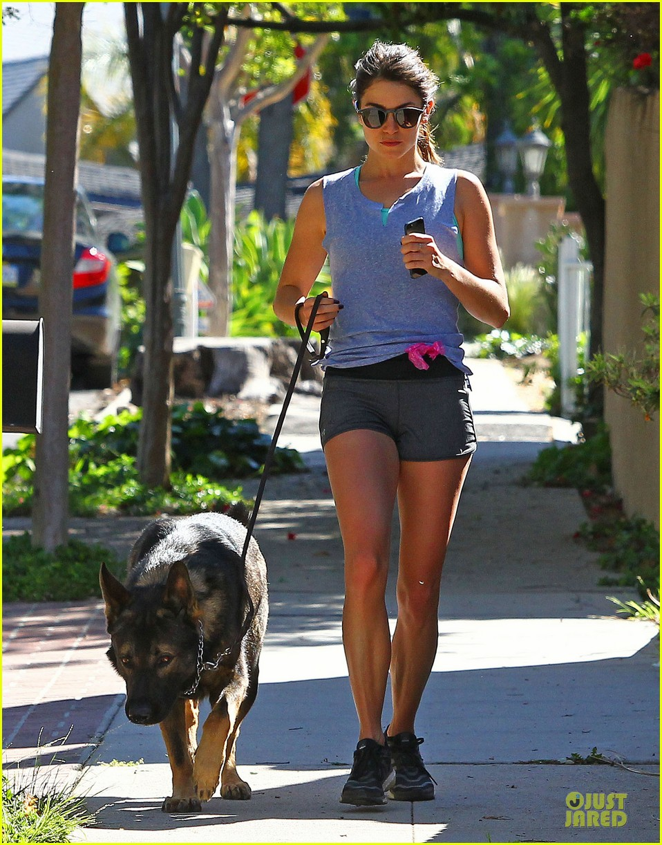 nikki reed steps out without wedding ring 01