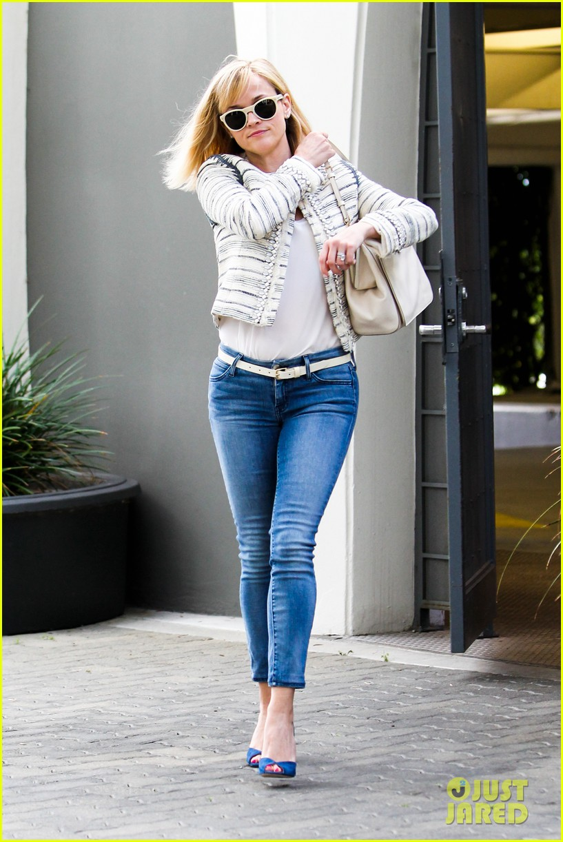 reese witherspoon loves sarah jessica parker her shoe line 13
