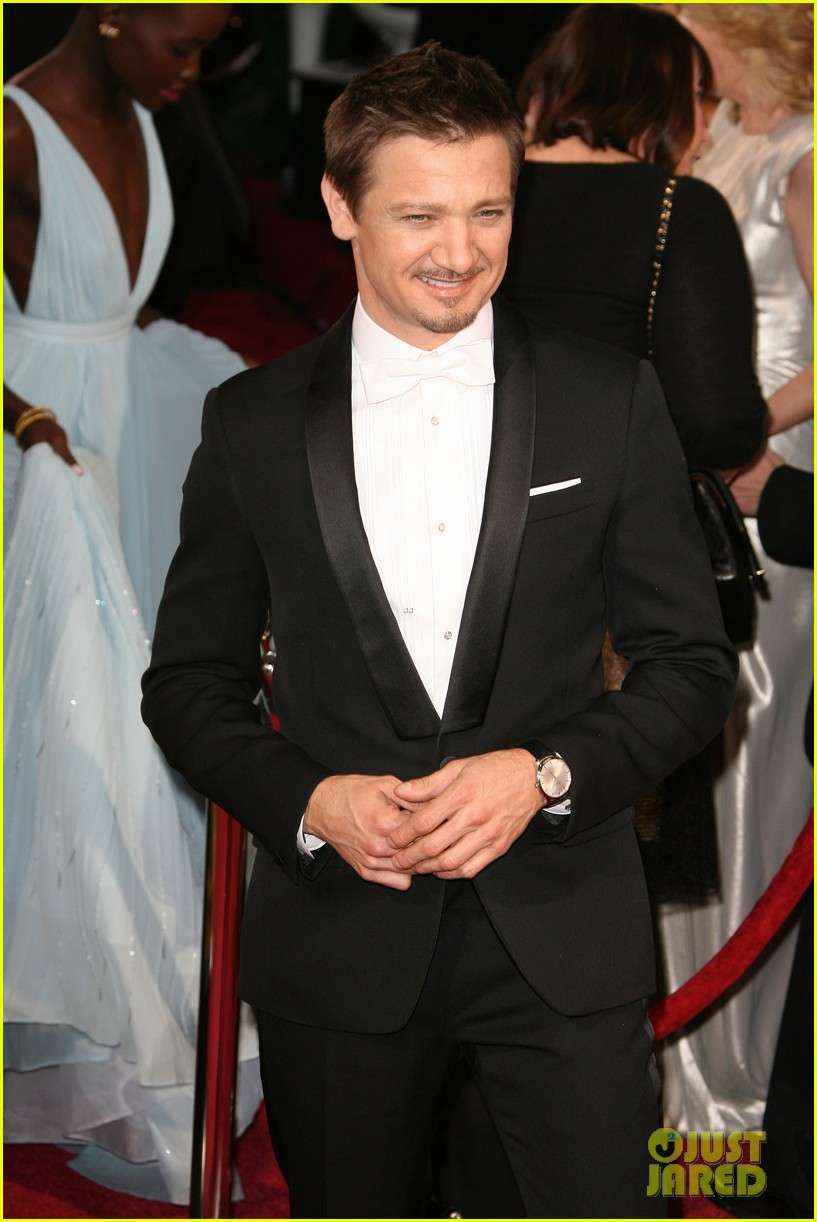 jeremy renner hustles his way to the oscars 2014 03